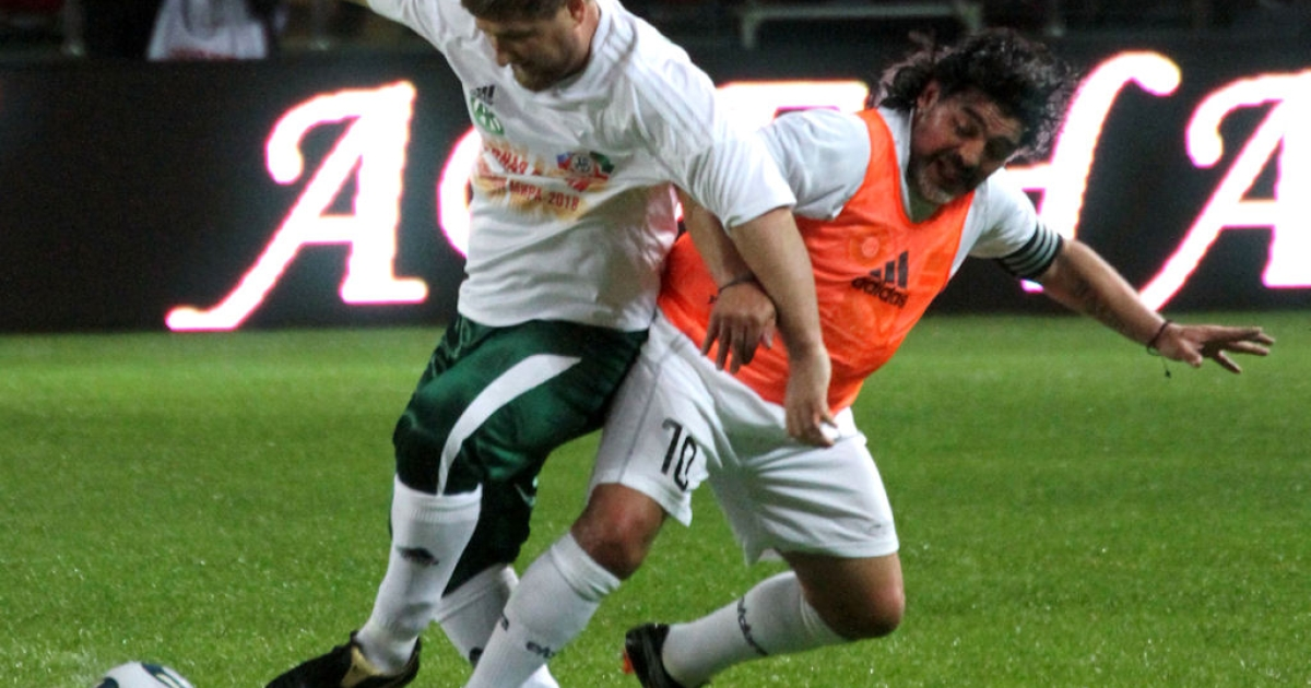 Soccer legend Diego Maradona (right) fights Chechnya's leader Ramzan Kadyrov for the ball during a match pitting Maradona's all-star squad of former internationals against the local officials' team in Grozny, on May 11, 2011.</p>