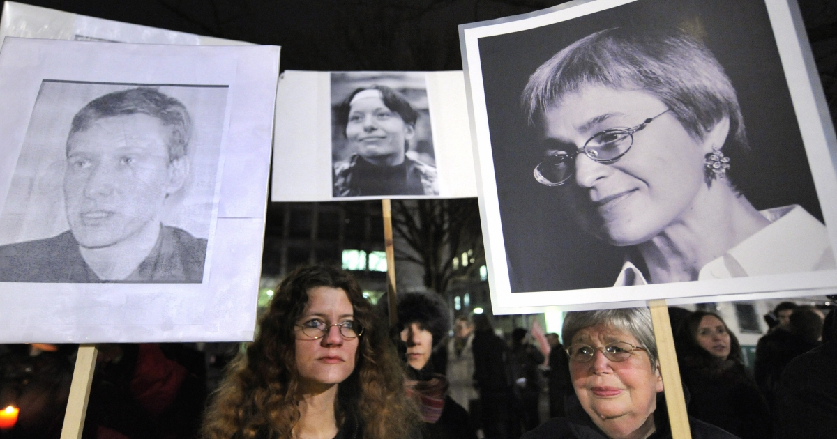 Lawyer Stanislav Markelov and journalist Anastasia Baburova were gunned down in broad daylight, like reporter Anna Politkovskaya (poster, right).</p>