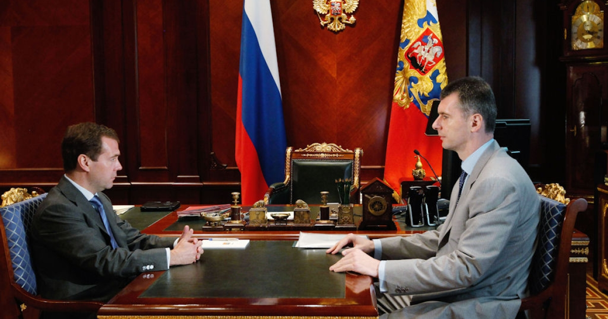 Russian President Dmitry Medvedev (left) meets billionaire Mikhail Prokhorov at the Gorki residence outside Moscow on June 27, 2011.</p>
