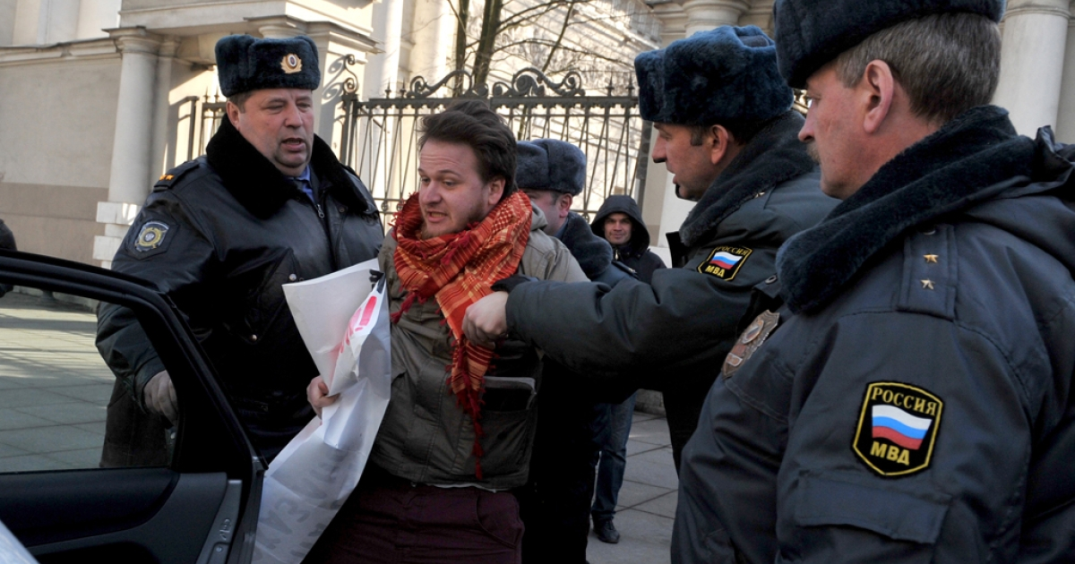 Police officers detain a gay rights activist in St. Petersburg, Russia, on April 5, 2012.</p>