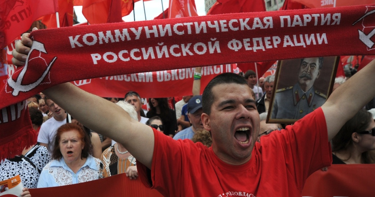 Communist Party supporters rally against Russia's impending membership of the World Trade Organization just outside the Red Square in Moscow, on July 3, 2012.</p>
