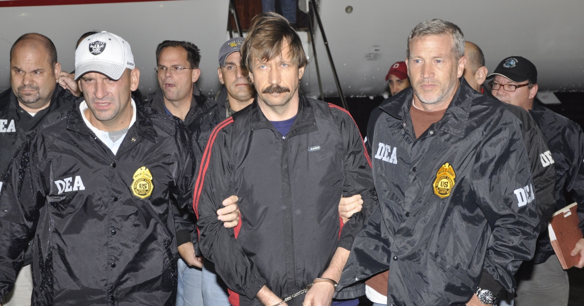 Former Soviet military officer and arms trafficking suspect Viktor Bout (C) is escorted from a plane at Westchester County Airport November 16, 2010 in White Plains, New York. Bout was extradited from Thailand to the U.S. to face terrorism charges.</p>