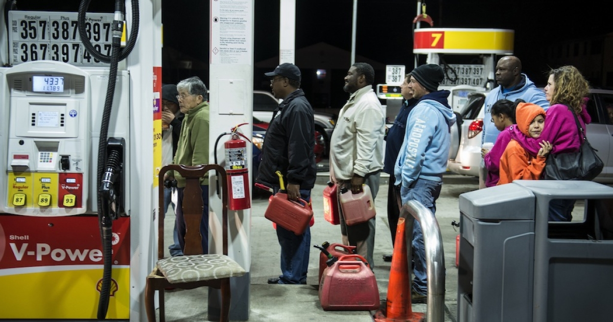 People wait in line to fill containers with fuel at a Shell gas station October 30, 2012 in Edison, New Jersey.   Hurricane Sandy which hit New York and New Jersey left much of Bergen County flooded and without power. AFP PHOTO/Brendan SMIALOWSKI</p>