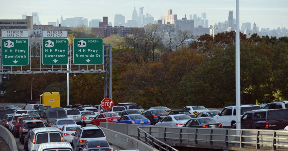 Heavy traffic exits the George Washington Bridge onto the Henry Hudson Parkway as morning commuters drive into Manhattan November 1, 2012 in New York as the city recovers from the effects of Hurricane Sandy.</p>