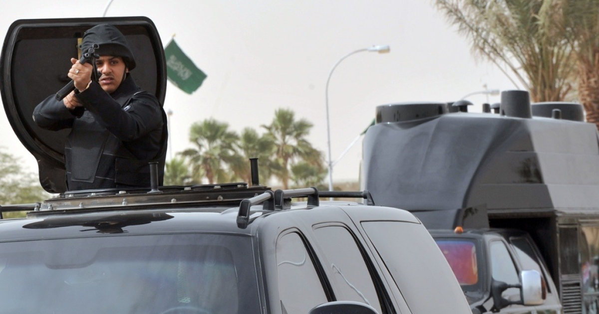 Saudi special forces escort the convoy transporting King Abdullah bin Abdul Aziz upon his arrival in the Saudi capital Riyadh on Feb. 23, 2011.</p>