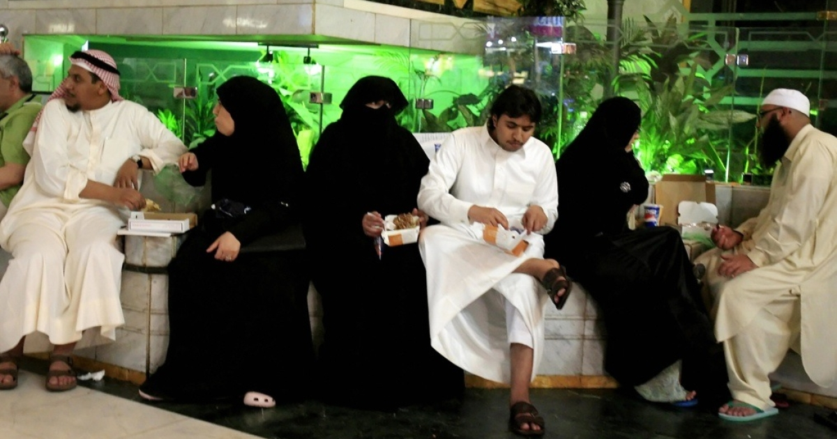 Saudi and foreign Muslims eat fast food inside a shopping mall in the holy Muslim city of Mecca in Saudi Arabia on June 4, 2008.</p>