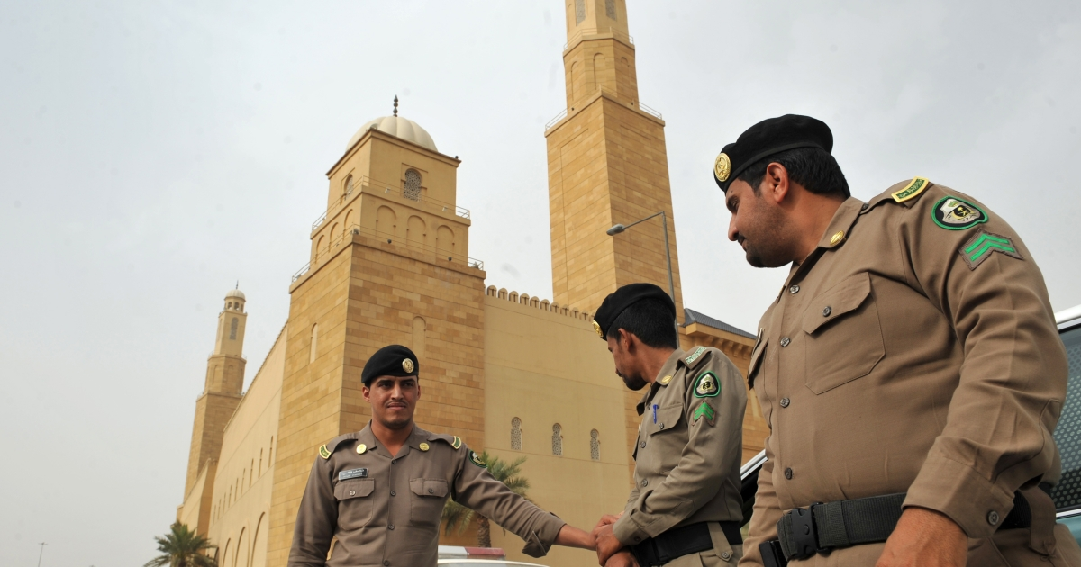 Saudi policemen stand guard in front of Al-rajhi mosque in central Riyadh on March 11, 2011 as Saudi Arabia launched a massive security operation in a menacing show of force to deter protesters from a planned