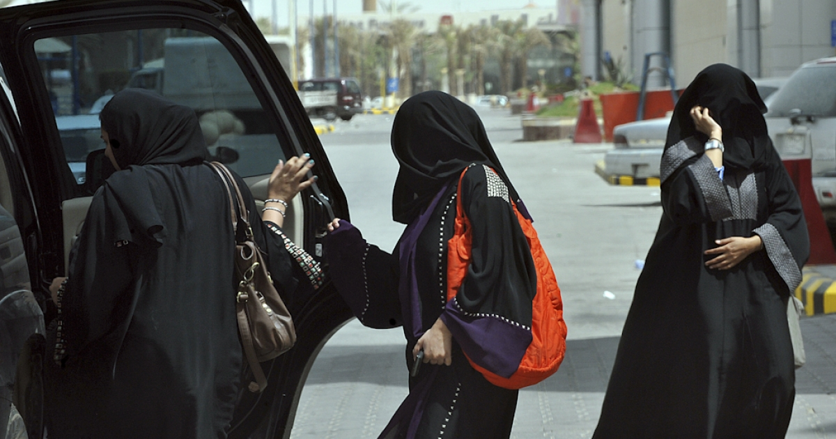 Saudi women get into the backseat of a car in Riyadh on June 14, 2011, three days before a June 17 nationwide campaign by Saudi women who are planning to take the wheel in protest against a driving ban which is unique to the kingdom that applies a strict version of Sunni Islam.</p>