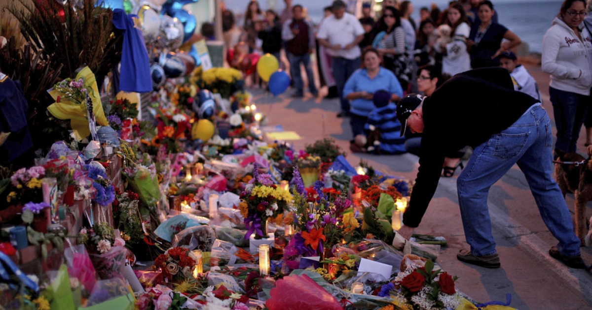 Well-wishers pay their respects to Junior Seau at a makeshift memorial outside of his beach home on May 3, 2012 in Oceanside, Calif. Someone managed to break into the home's garage and steal a bicycle shortly after the football player's death.</p>