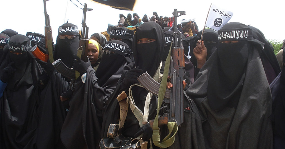 Somali women carry weapons during a demonstration organized by the islamist Al-Shabaab group which is fighting the Somali government in Mogadishu.</p>