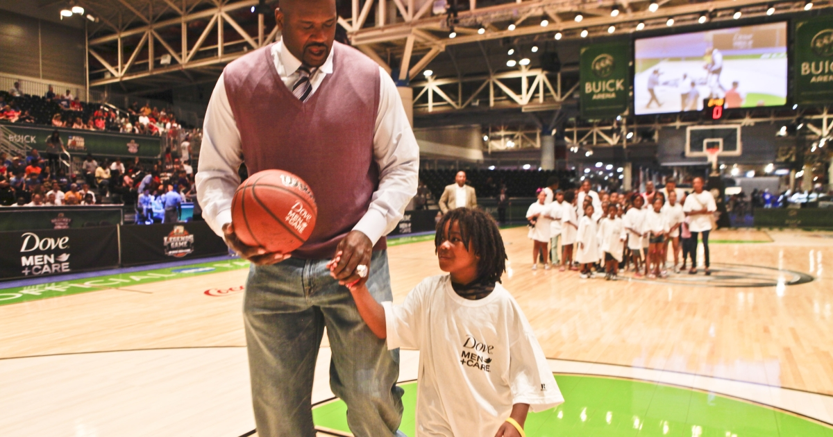 Basketball Legend Shaquille O'Neal helps a young member of the Boys &amp; Girls Club of Southeast Louisiana make a dunk shot during the Final Four Weekend on March 31, 2012 in New Orleans, United States.</p>