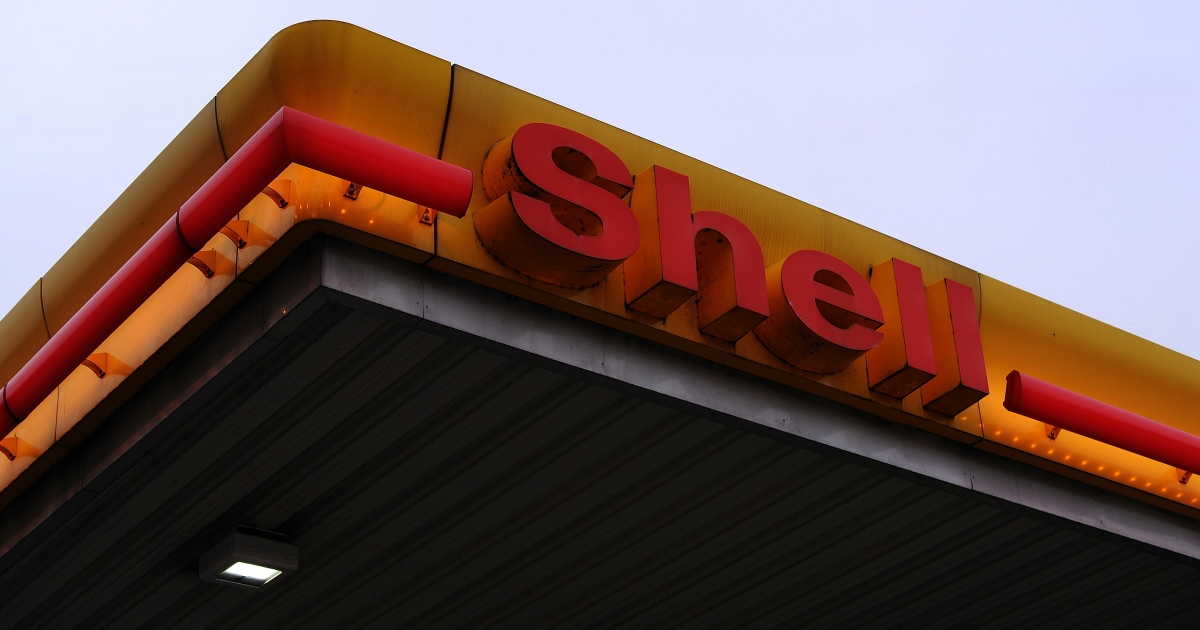 A Shell gasoline station in Duesseldorf, Germany.</p>