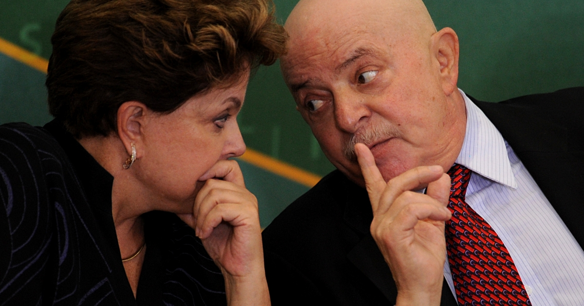 Brazilian former president Luiz Inacio Lula da Silva talks with President Dilma Rousseff, during a cerimony at Planalto Palace, Brasilia, Brazil, on January 24, 2012.</p>