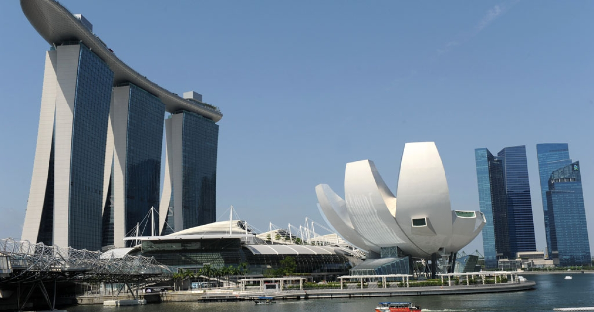 A view of the Marina Bay Sands (L) and financial district highrises (R) in Singapore on June 14, 2012.</p>