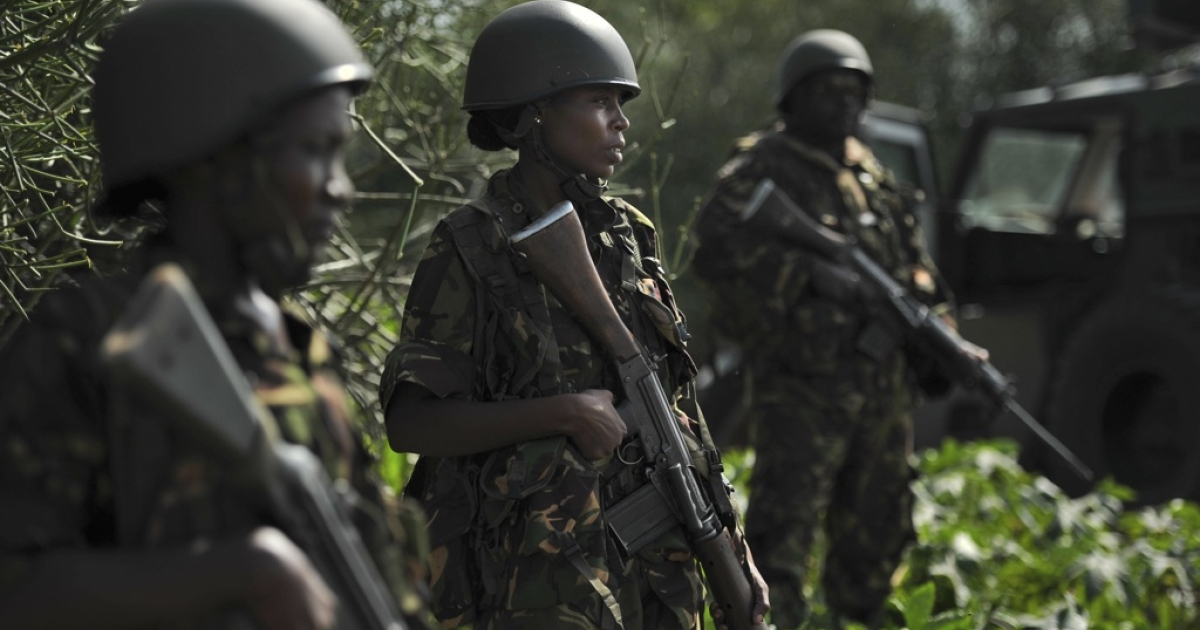 Kenyan Defense Force soldiers are pictured in Ras Kamboni, southern Somalia on December 13, 2011.</p>