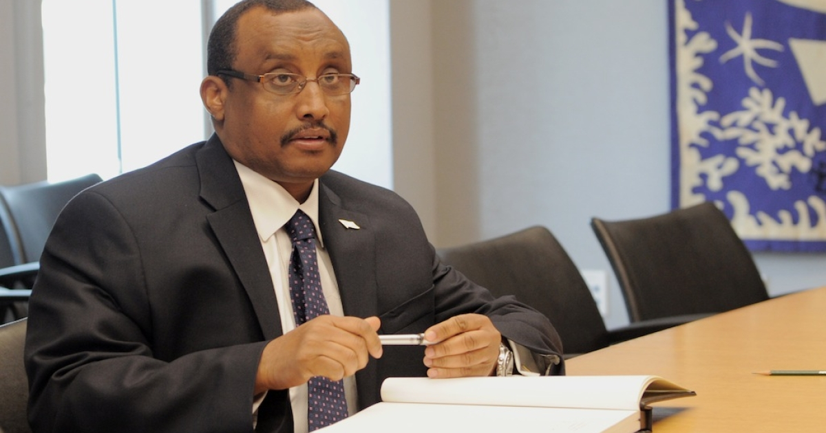 Abdiweli Mohamed Ali, Prime Minister of Somalia, signs a guest book before his meeting with United Nations Secretary General Ban Ki-moon during the United Nations General Assembly September 24, 2011 at UN headquarters in New York.</p>