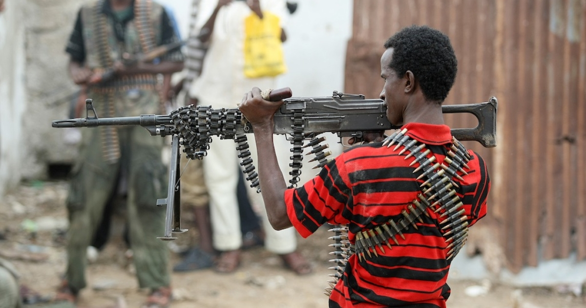 A hardline Islamist fighter aims a heavy machine gun toward government forces in Mogadishu, Somalia, on July 3, 2009.</p>