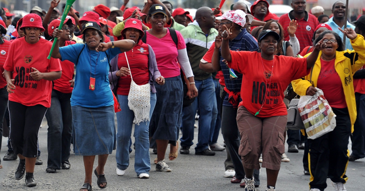 Civil servants on strike to protest for better salary increases take to the streets of Johannesburg on August 19, 2010. Police fired water cannons and rubber bullets Thursday to block scores of striking workers from a Johannesburg hospital, on the second day of a stay-away by public sector staff.</p>