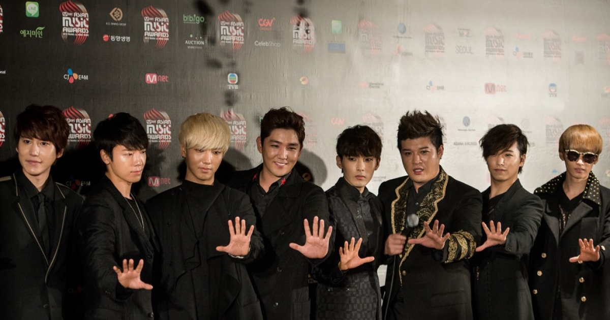 Guess if they're wearing makeup! South Korean K-pop band Super Junior pose after the 2012 Mnet Asian Music Awards in Hong Kong on November 30, 2012. The award ceremony is one of the major K-pop music awards. AFP PHOTO / Philippe Lopez (Photo credit should read PHILIPPE LOPEZ/AFP/Getty Images)</p>