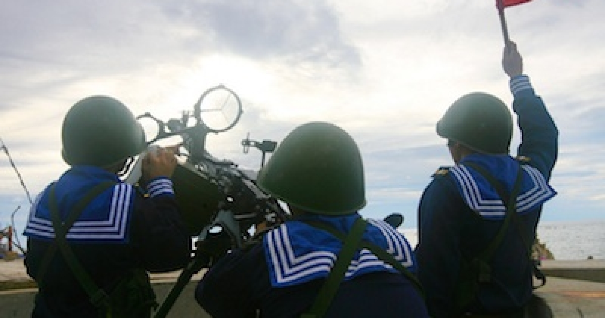 This picture taken by Vietnam News Agency and released on June 14, 2011 shows Vietnamese sailors training with a 12.7 mm machine gun on Phan Vinh Island in the Spratly archipelago. Vietnam put on a show of military strength in the tense South China Sea that risked the ire of Beijing in the face of a deepening maritime rift with its powerful neighbour.</p>