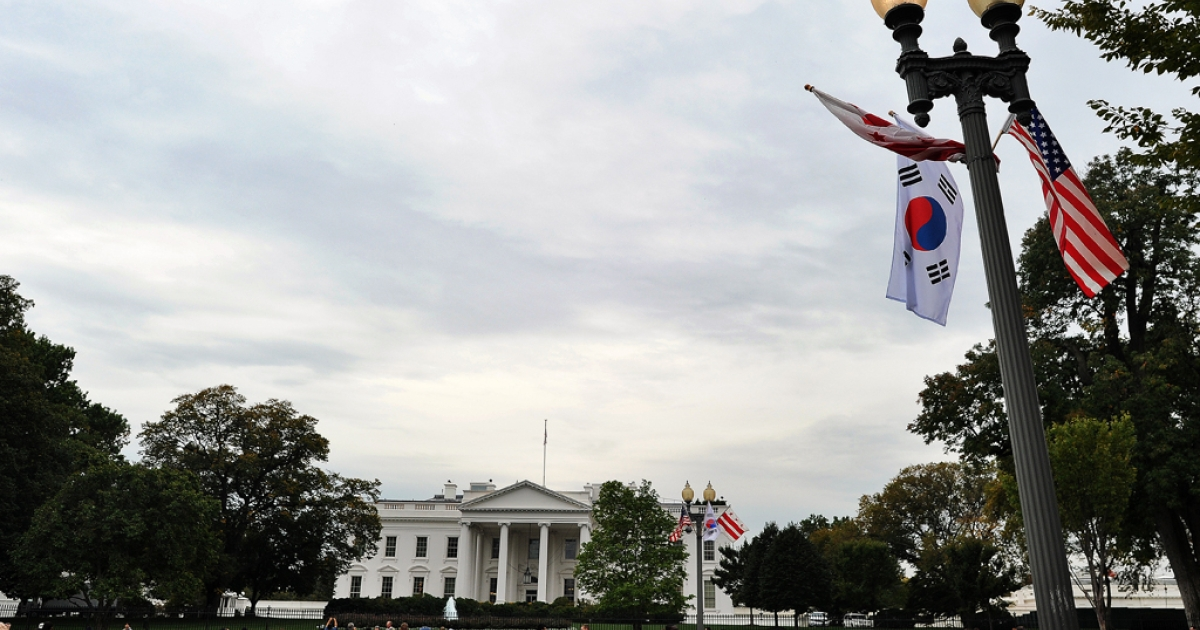 Lamp posts near the White House are adorned with South Korean and U.S. national flags on Oct. 11, 2011, ahead of the state visit by South Korea's President Lee Myung-Bak.</p>