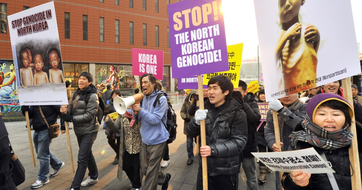 Robert Park (C), a Korean-American Christian missionary who had walked across the border into North Korea for a one-man protest over human rights violations, and South Korean activists march during a rally to protest against North Korea's human rights abuses in Seoul on January 27, 2012.  Some 100 activists protested, urging the international community to intervene actively for the freedom and human rights of North Koreans. AFP PHOTO/JUNG YEON-JE</p>