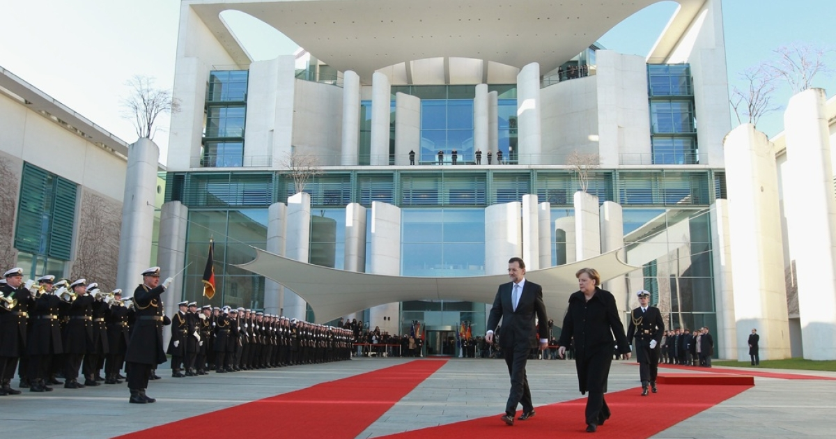 German Chancellor Angela Merkel and Spanish Prime Minister Mariano Rajoy review an honor guard upon Rajoy's arrival at the Chancellery on January 26, 2012 in Berlin, Germany. On February 3, Rajoy approved sweeping new regulations aimed at strengthening Spain's crisis-weakened financial sector.</p>