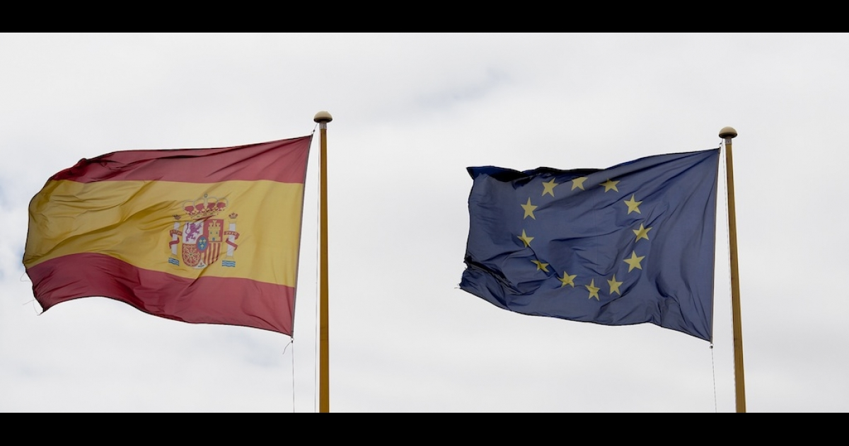 The Spanish and European Union flags blow together in the wind in Madrid, Spain.</p>