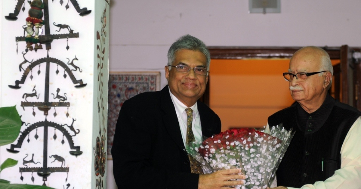 Sri Lankan leader of the main opposition United National Party (UNP), Ranil Wickremesinghe, left, is welcomed by senior leader of India's main opposition Bharatiya Janata Party (BJP), Lal Krishna Advani, at his residence in New Delhi on April 11, 2012.</p>