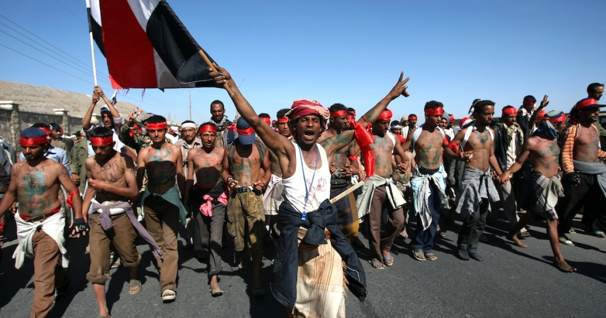Anti-government protesters arrive in Sanaa on January 8, 2012 after a five-day 226-km (140-mile) 'March of Dignity' from the Red Sea city of Houdieda to demand a trial for outgoing Yemeni President Ali Abdulah Saleh.</p>