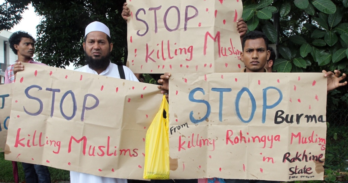 Myanmar's ethnic Rohingya Muslims display placards near the British embassy in Kuala Lumpur on July 19, 2012. Rohingya refugees protested outside the British High Commission to end violence and humanitarian crisis against Rohingya in Arakan State in Myanmar.</p>