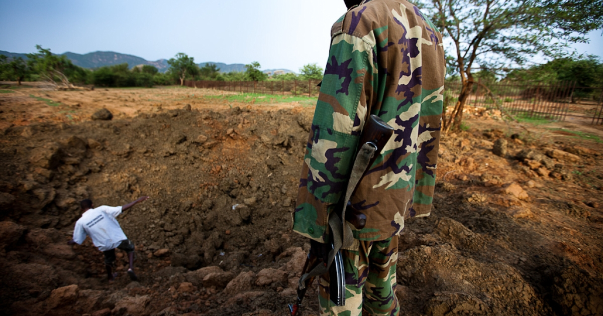 Rebel soldiers from the Sudan People's Liberation Army-North (SPLA-North) inspect a large crater caused by bombing runnings near the Kauda airstrip in South Kordofan province on July 6, 2011.</p>
