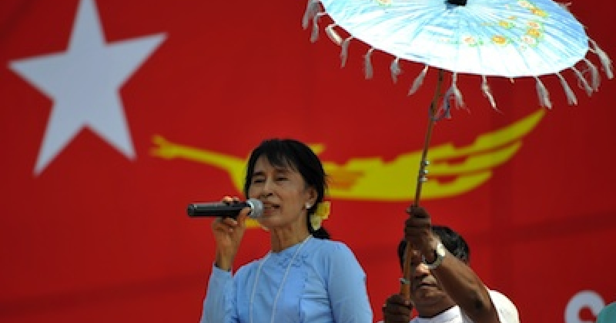 Opposition leader Aung San Suu Kyi delivers a speech during an electoral campaign rally in Sagaing, Burma on March 4, 2012.</p>