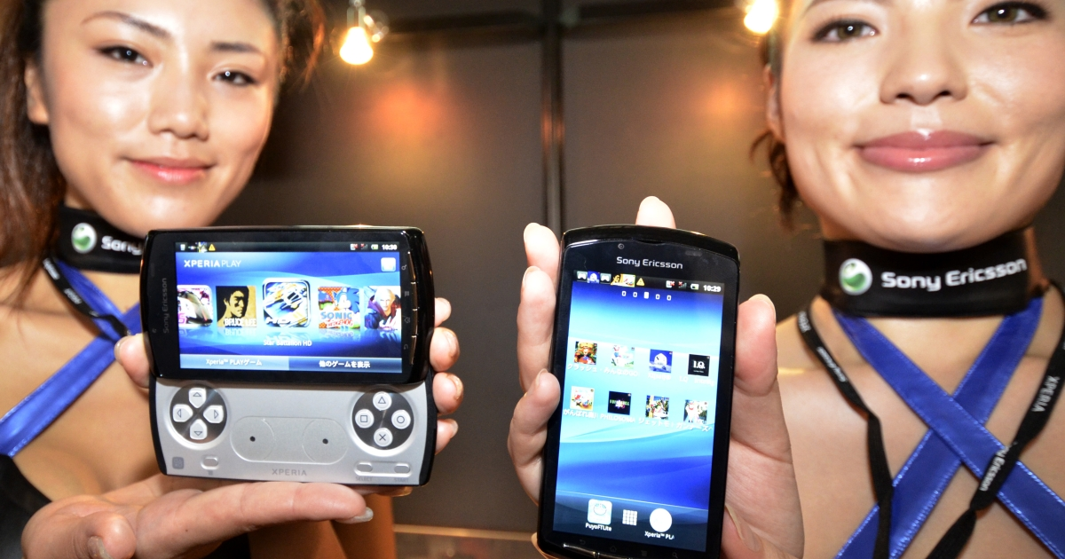 Models display Sony Ericsson's smartphone Xperia Play at the annual Tokyo Game Show in Chiba, suburban Tokyo, on September 15, 2011. Some 200 companies from 16 countries exhibited their latest video game hardware and software at a four-day event.</p>
