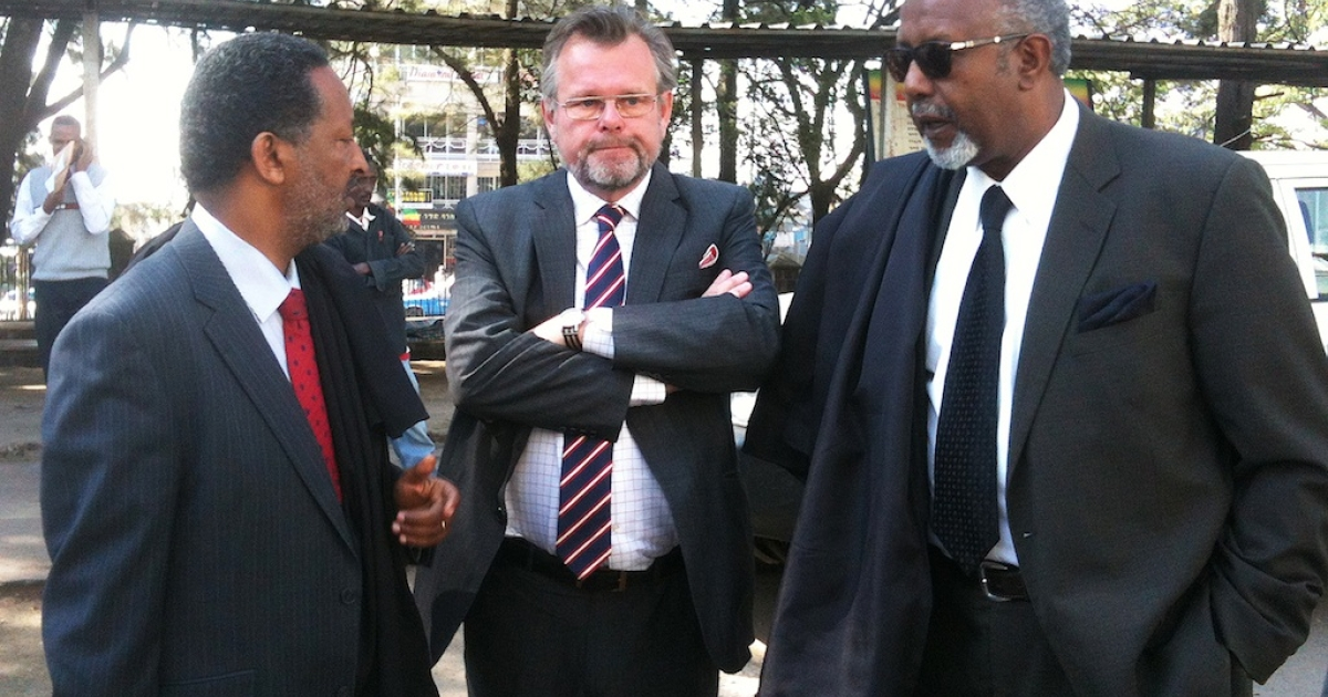 Sweden's Ambassador to Ethiopia Jens Odlander (C) stands next to Seleshi Ketsela (L) and Abebe Balcha (R), both lawyers for two Swedish journalists found guilty of supporting terrorism in Ethiopia, outside an Addis Ababa courtroom on Dec. 27, 2011.</p>