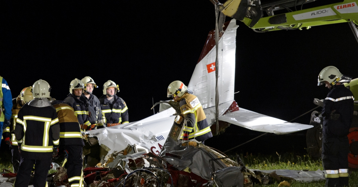 Firemen remove the wreckage of a small plane thatcrashed today in western Switzerland. The aircraft plunged into a field not far from houses in the village. It flew over the town twice before crashing around 3:00 pm local time. The passengers and pilot could not immediately be identified.</p>