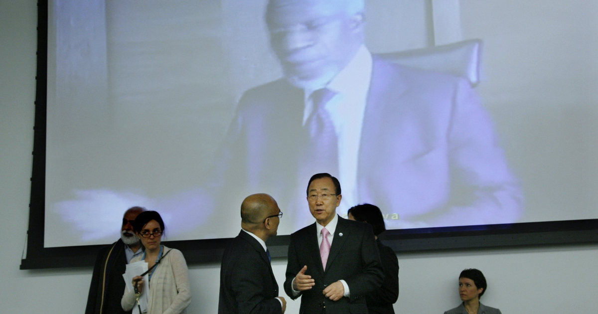 United Nations Secretary General Ban Ki-moon (2nd R) talks with a delegate as the image of UN-Arab League envoy Kofi Annan is seen on a screen before the start of the General Assembly meeting at the UN on April 5, 2012 in New York City.</p>