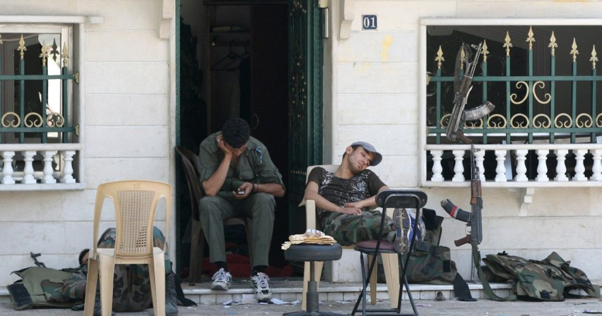 Syrian soldiers take a break from battle in the al-Midan neighborhood of Damascus, July 20, 2012.</p>
