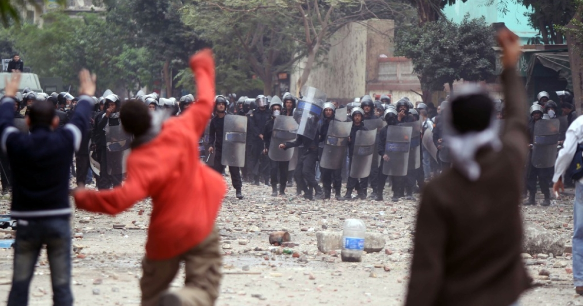Egyptian protesters face off against riot police during clashes at Cairo's landmark Tahrir Square on November 20, 2011.</p>