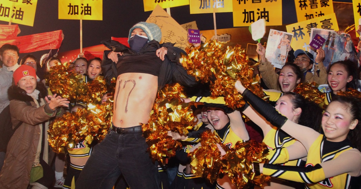 Jeremy Lin fans celebrate in the NBA star's hometown in central Changhua, Taiwan, Feb. 17, 2012.</p>