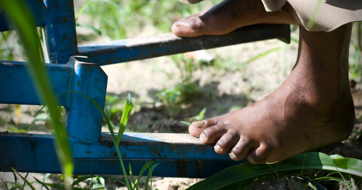 The KickStart pump can irrigate up to 2 acres with a simple foot-pedal system. The pump, which requires two people to operate, can draw water up from 23 feet and has a total pumping head of 46 feet. It costs around $112.</p>