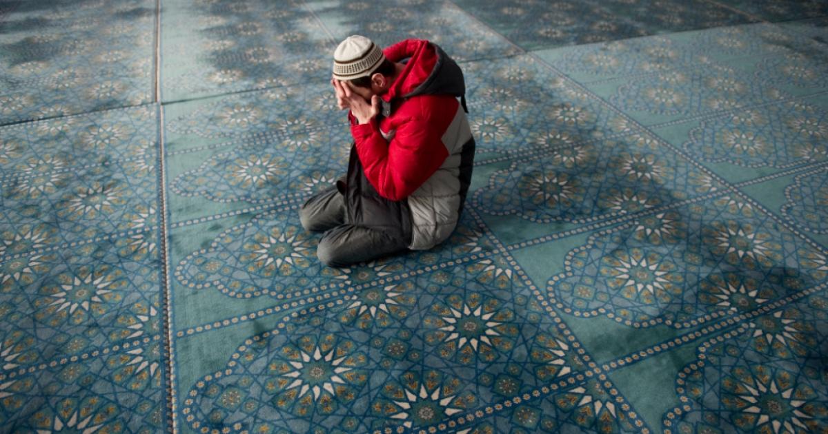 A Russian Muslim prays in the central Qol Sharif mosque in Kazan, Tatarstan, on 15 April 2011.</p>
