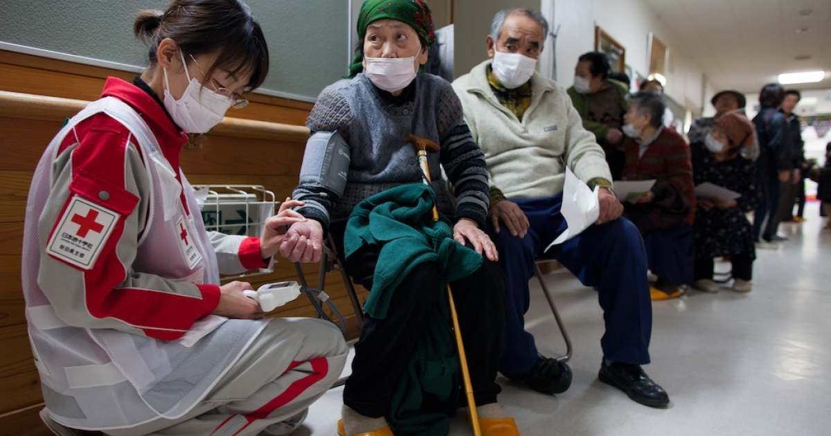 Medical staff from the Japanese Red Cross treats earthquake victims at a medical clinic in an evacuation center where hundreds of homeless are staying March 21, 2011, in Rikuzentakata, Japan.</p>