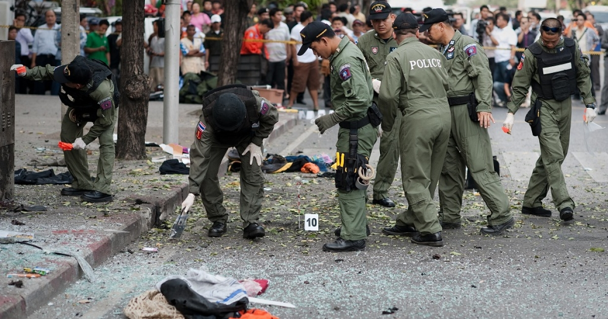 Thai bomb squad officials inspect the site of an explosion in Bangkok on Feb. 14, 2012.</p>