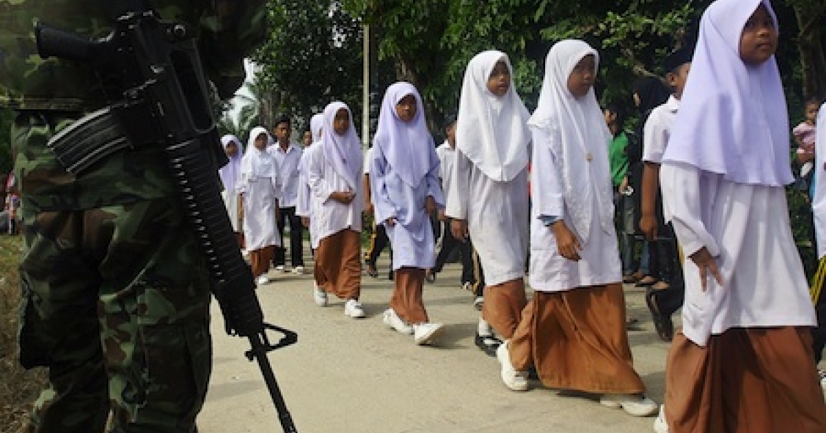 School-aged children guarded by Thai troops in Narathiwat province. Nearly 5,000 have died in an Islamic insurgency waged to restore a sultanate absorbed by Thailand (then Siam) around the dawn of the 20th century.</p>