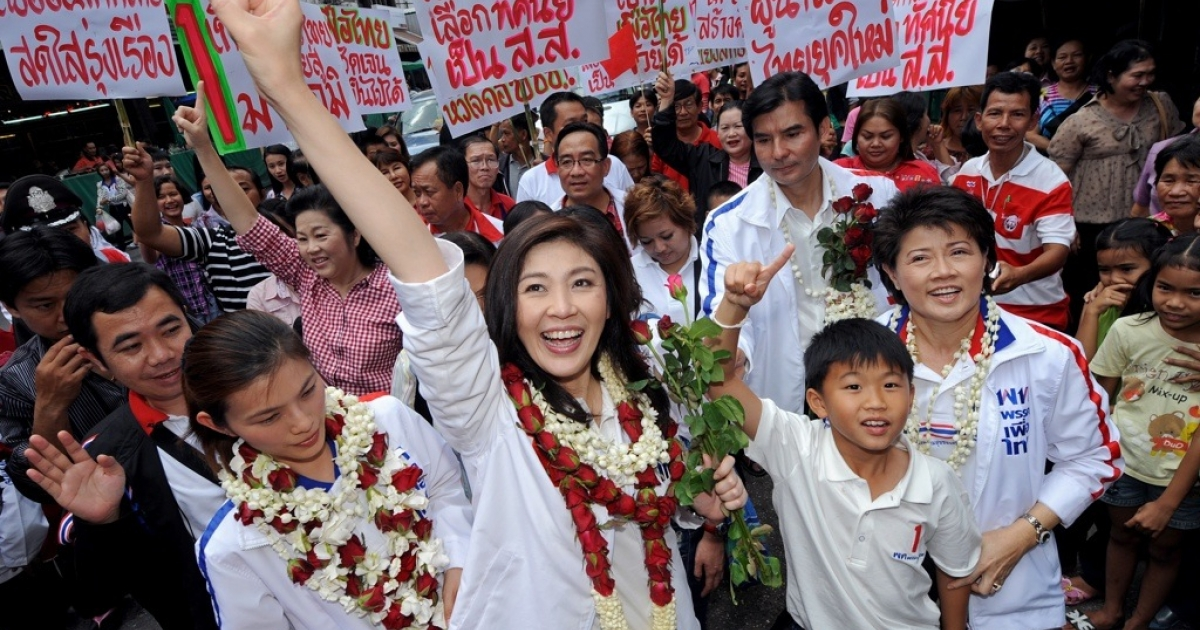 Yingluck Shinawatra, sister of fugitive Thai ex-prime minister Thaksin Shinawatra, greets her supporters during her election campaign at a market in Chiang Mai on May 21, 2011.</p>