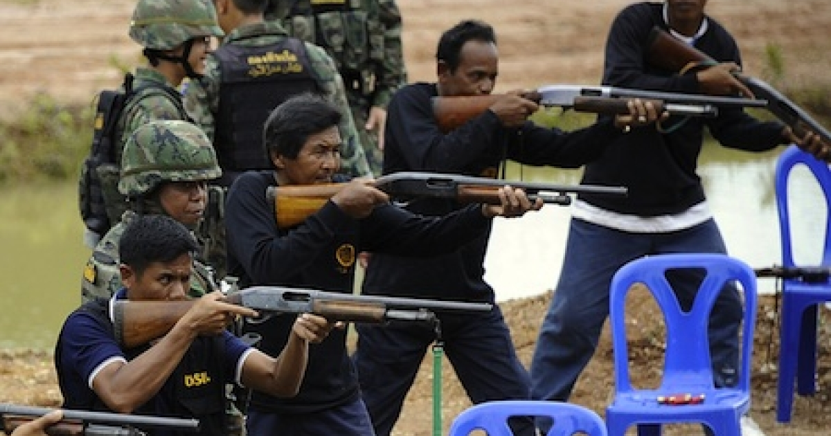 Thai volunteers participate in a rifle-firing exercise session organized by the Thai Army to prepare villagers to fend off attacks by Islamic separatist insurgents.</p>
