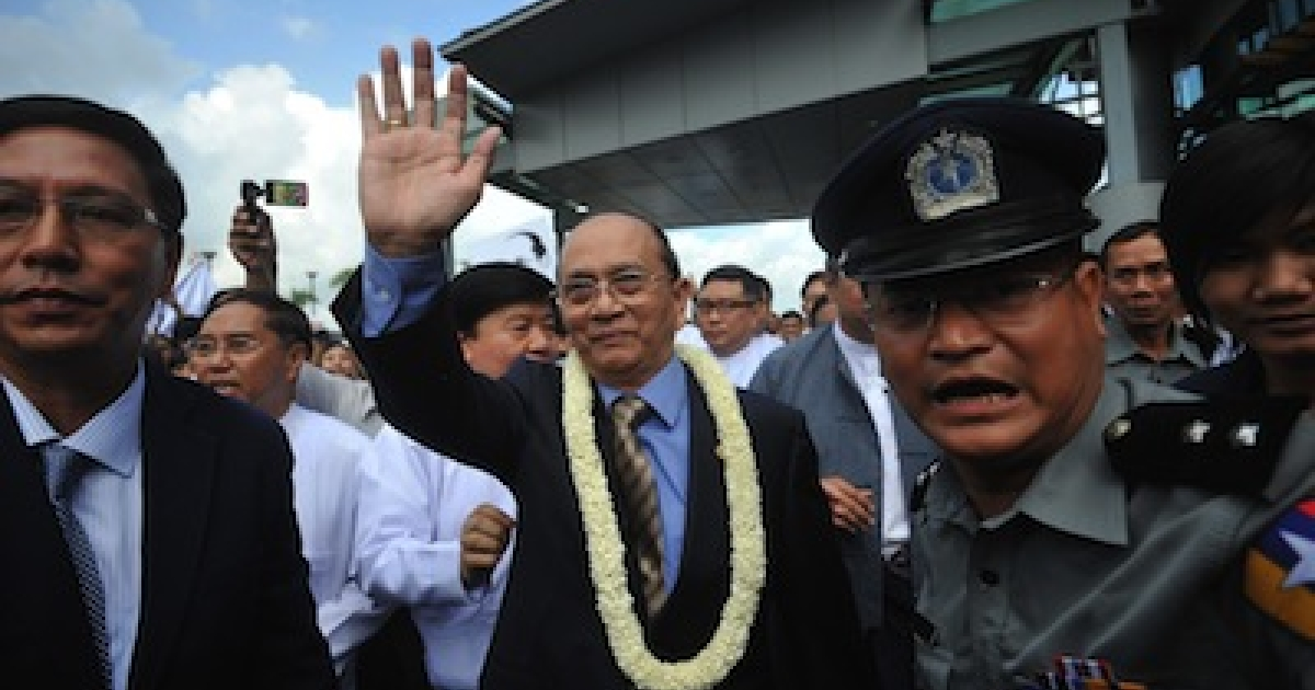 Myanmar president Thein Sein (center) greets supporters as he arrives at Yangon International Airport upon his return from a landmark tour of the US on October 1, 2012.</p>
