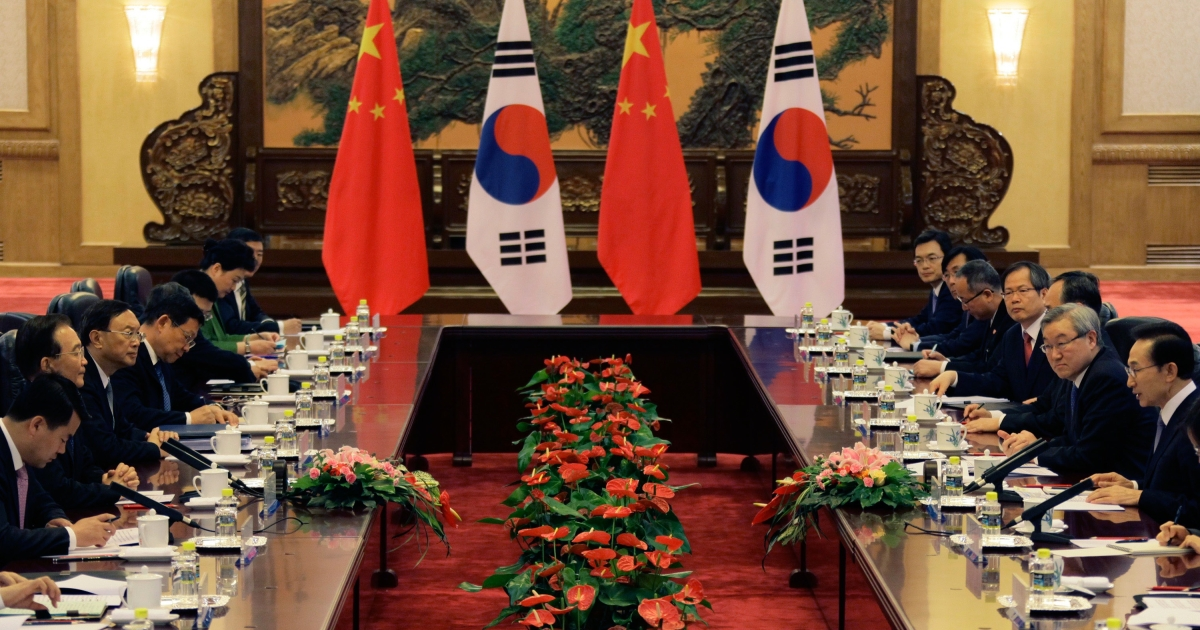 China's Premier Wen Jiabao (2nd L) and South Korea's President Lee Myung-bak (R) talk at a bilateral meeting during the fifth trilateral summit among China, South Korea and Japan at the Great Hall of the People in Beijing on May 13, 2012.</p>