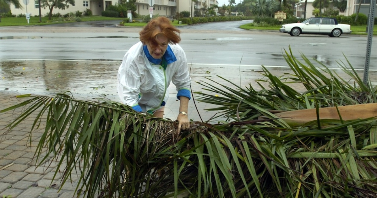 Karen Pennland and walks in the rain and wind from Tropical Storm Fay August 19, 2008 in Fort Myers Beach, Florida. Tropical Storm Debby has Florida, Alabama and Louisiana on storm watch as it lashed the Gulf coast with heavy winds and rain Sunday.</p>